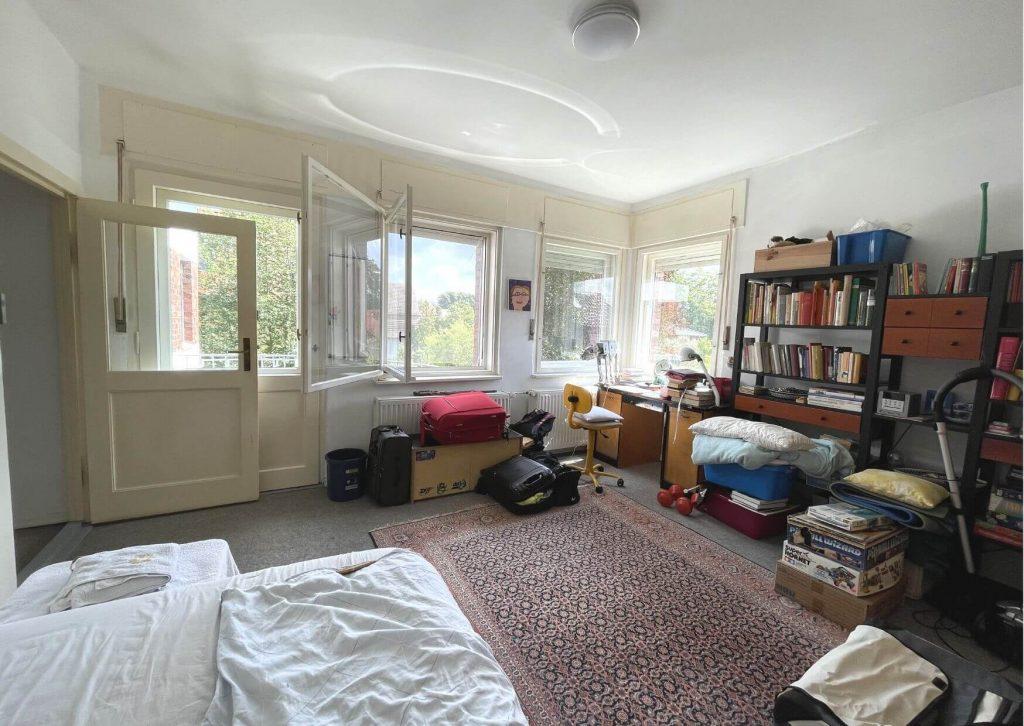 Schlafzimmer beim Ausräumen.