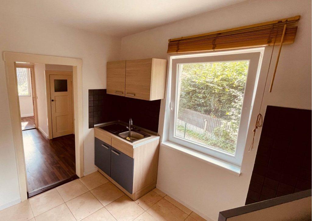 Neu eingebaute Küche in einem älteren Haus.