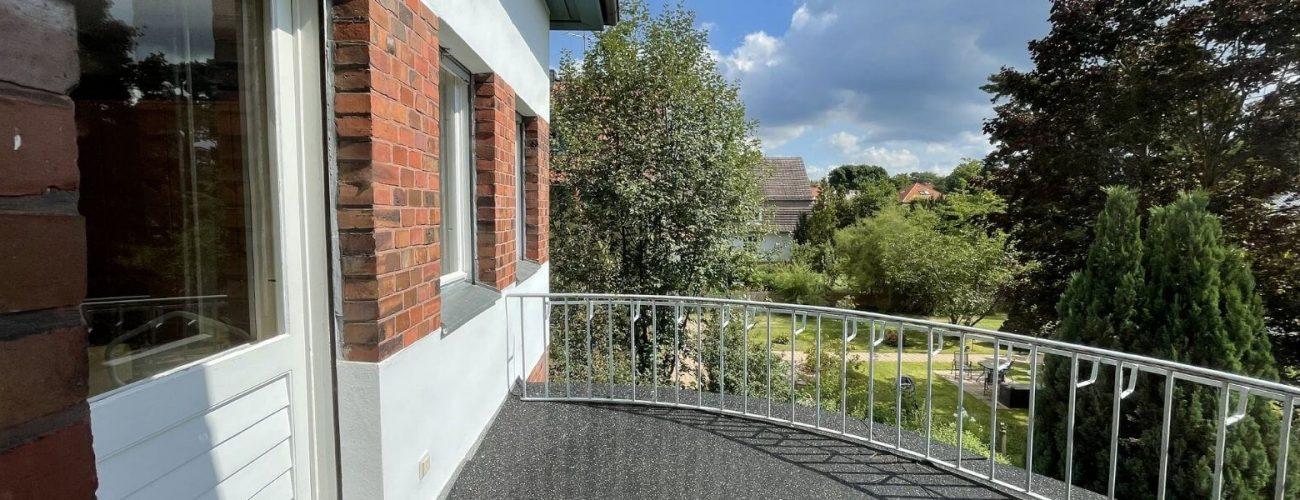 Blick von einem Balkon.