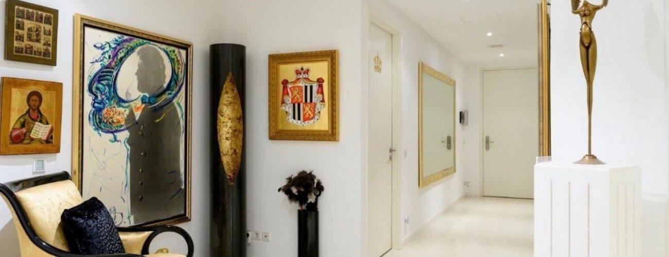 Bildergalerie in einem Luxusapartment.
