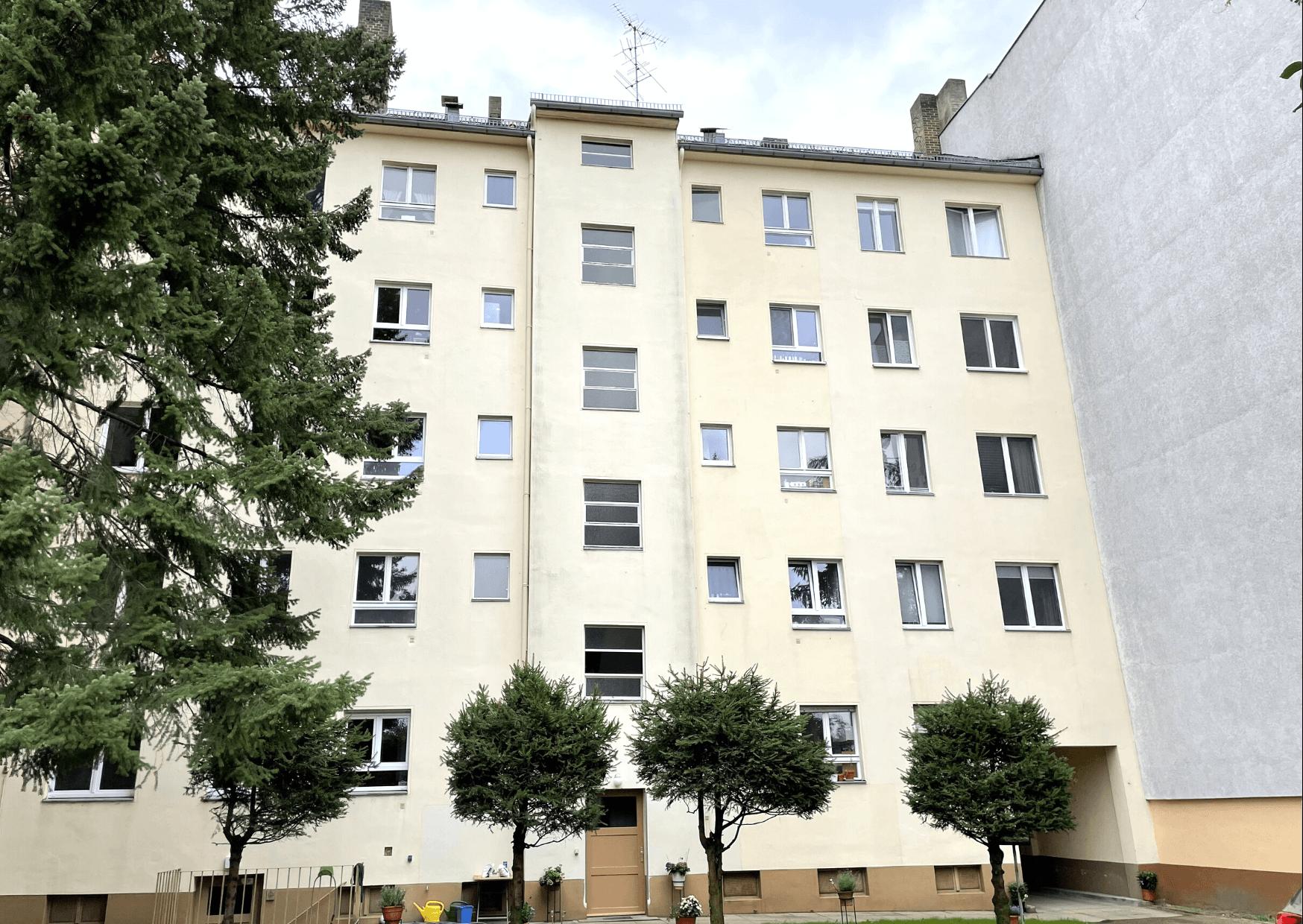 Mehrfamilienhaus Hausfassade in Friedenau Berlin.