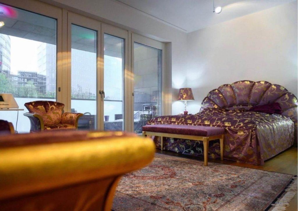 Luxuriöses Schlafzimmer in Berlin.