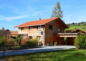 Haus nachhaltig bauen auf dem Land.