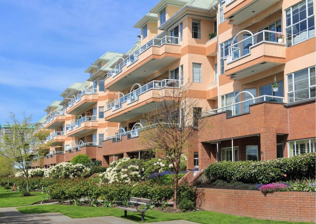 Mehrere Wohnungen in einem Mehrfamilienhaus direkt am Park.