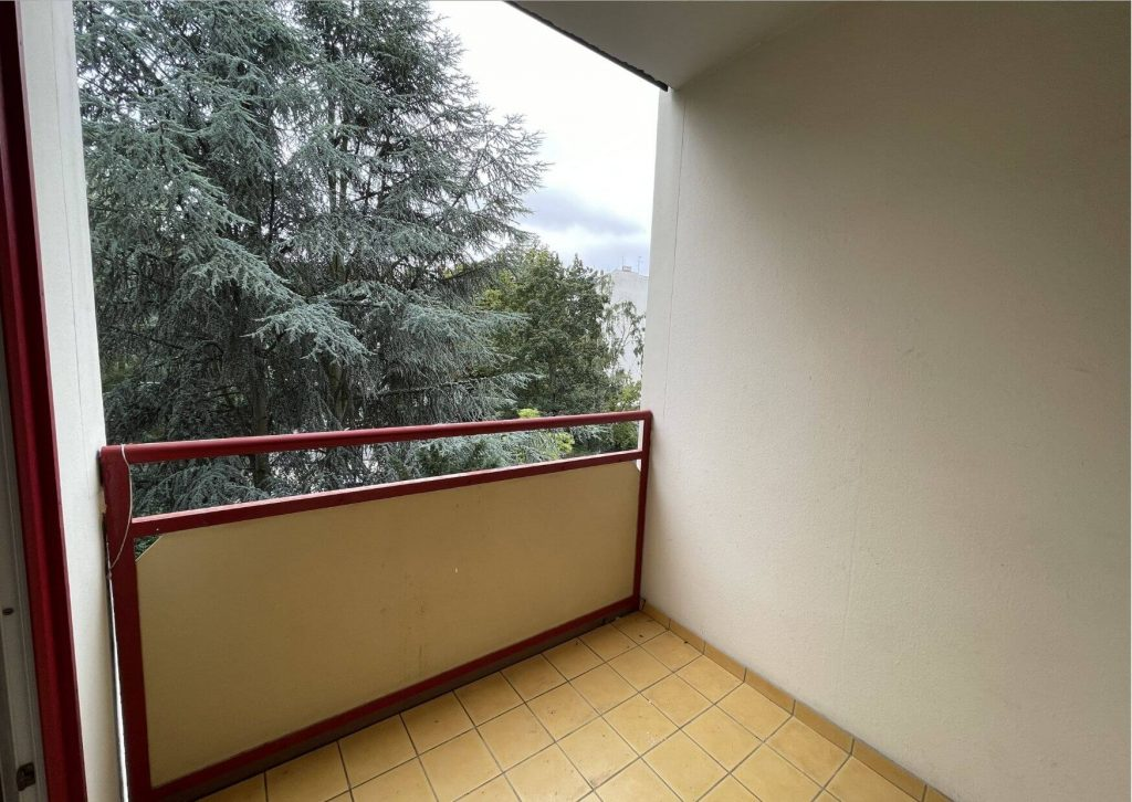 Balkon Aussicht ins Grüne.